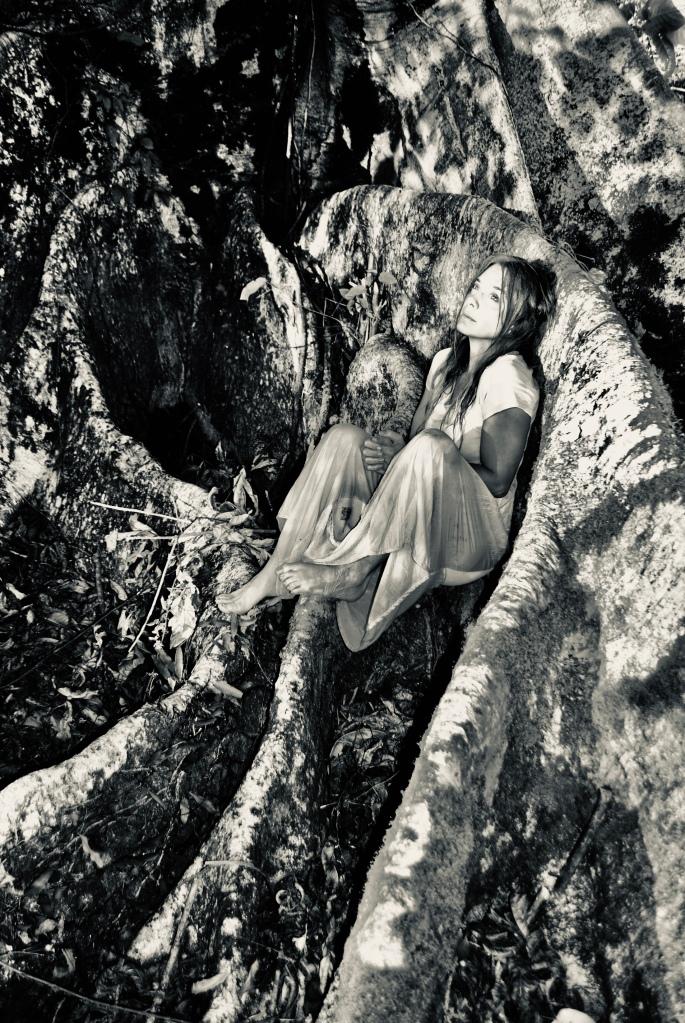 """Helena Cerello na divulgação de """"O Peso do Pássaro Morto"""". Fotos de Aurora Cerello."""