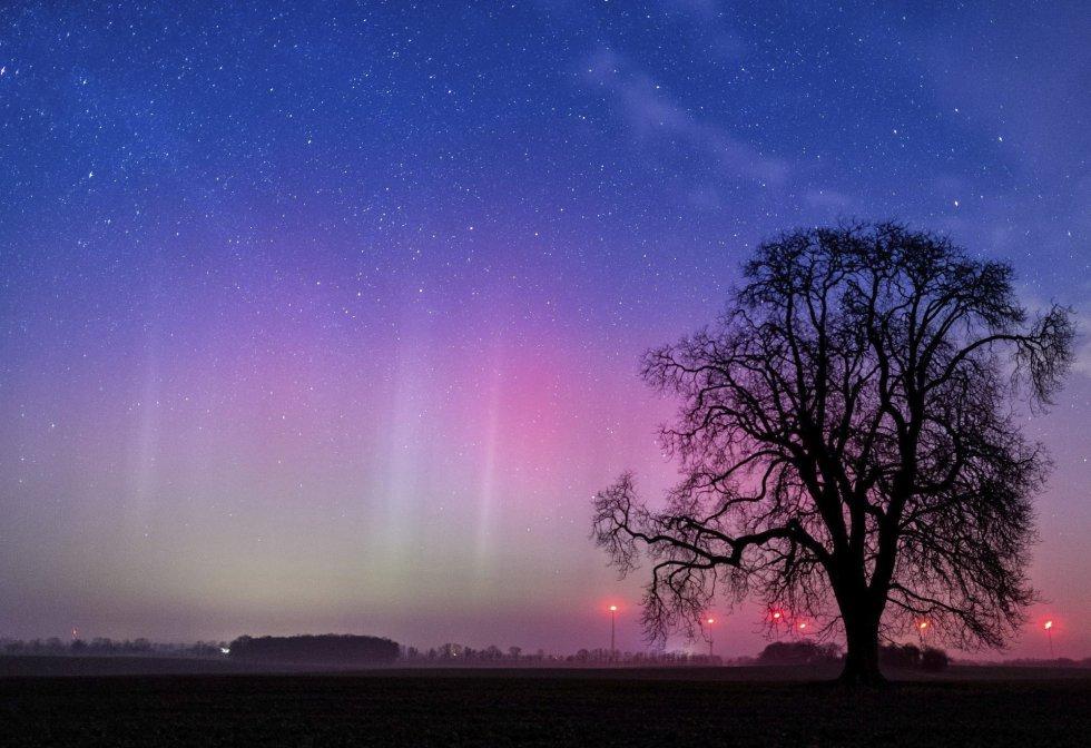 Aurora boreal vista próxima de Lietzen, na Alemanha