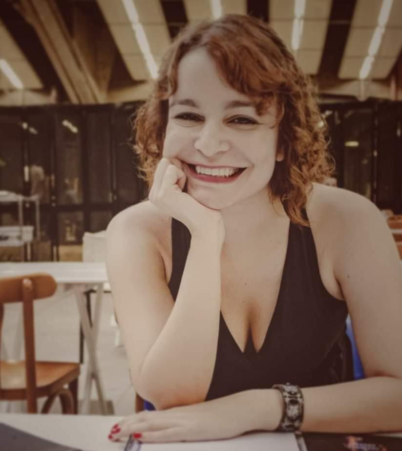 Flávia Andrade - autora e curadora. Mulher de artes