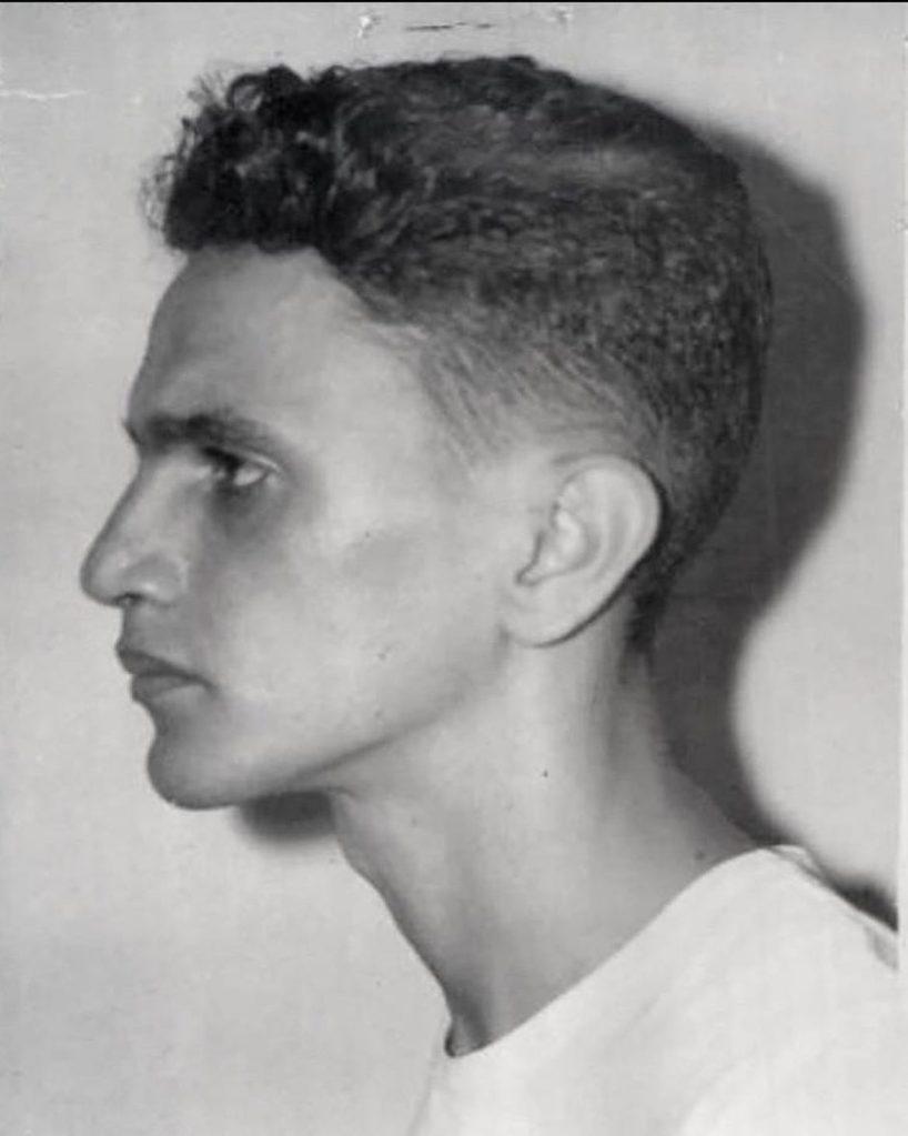 Caetano, aos 26 anos, fotografado na prisão
