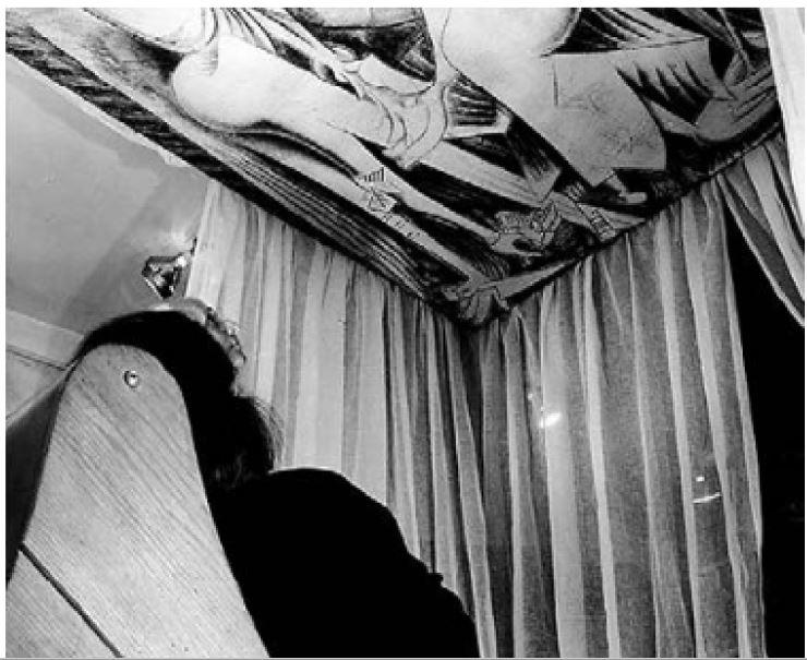 Fig 19. A presença Eterna (1944) de Wilfredo Lam vista no teto Fonte PHILLIPS, Stephen J. Elastic Architecture - Frederick Kiesler and Design Research in the First Age of Robotic Culture. The MIT Press. London. 2017. p.188