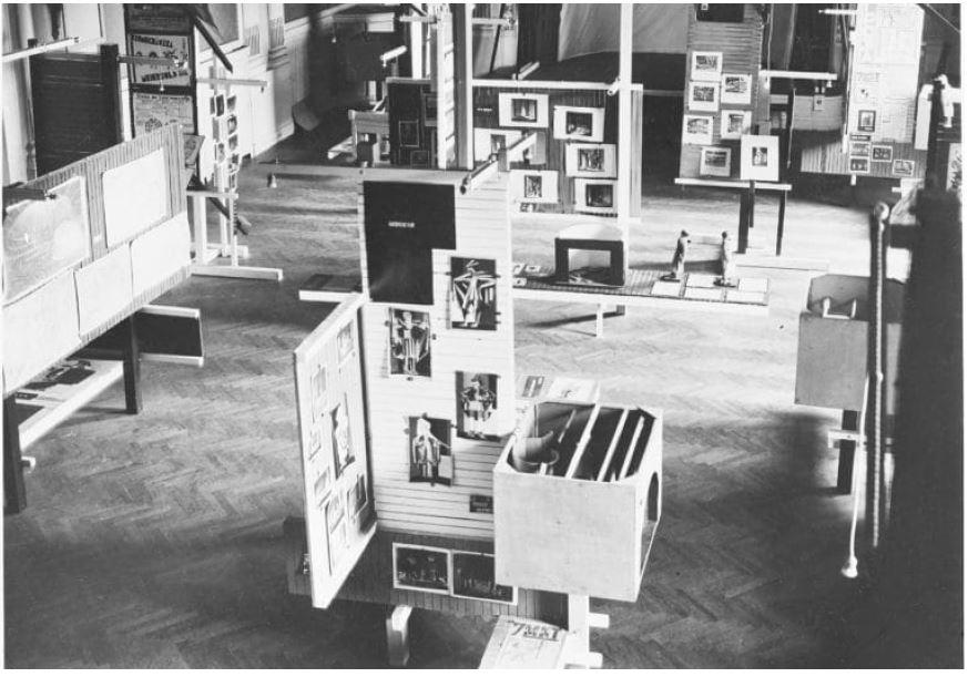 Fig 3. Exposição Internacional de Nova Técnica de Teatro, Viena, 1924 (vista área) Fonte https://www.kiesler.org/en/vi - enna-1924/pin/615867317765268879/ Fig 4. Exposição Internacional de Nova Técnica de Teatro, Viena, 1924 Fonte http://www.beaudouin-archi - tectes.fr/2016/12/frederick-kiesler/