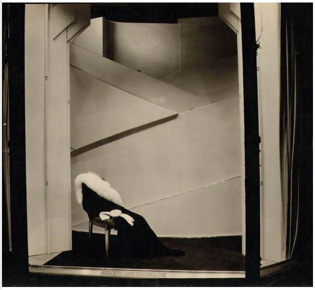 Fig 8. Vitrine para Saks Fifth Avenue, New York, 1927/28 Fonte https://www.bmiaa.com/ frederick-kiesler-architect-art ist-visionary-at-martin-gropi us-bau-berlin/mgb17_kiesler_ schaufenster_saks_litebox