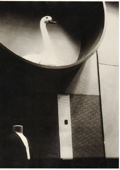 Fig 9. Vitrine para Saks Fifth Avenue, New York, 1927/28 Fonte https://artviewer.org/ function-follows-vision-vision-fol lows-reality-at-kunsthalle-wien/