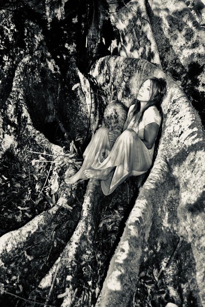 Helena Cerello brilhou em importante montagem digital. O Peso do Pássaro Morto, com direção de Nelson Baskerville_